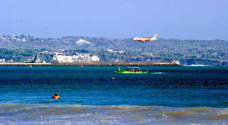 tuban beach_1_tuban_surf_beach_near_bali_airport.jpg (910×500)